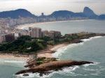 City Tour Rio de Janeiro - Vista aérea do Arpoador, da Praia de Copacabana e Pão de Açúcar ao fundo.