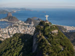 City Tour Rio de Janeiro - Vista aérea do Cristo Redentor, Pão de Açúcar ao fundo.