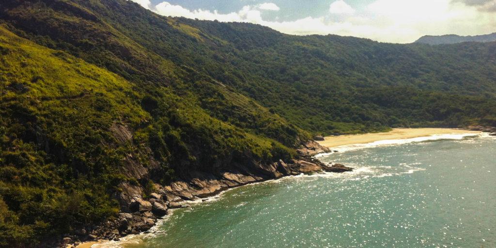 7-praias-para-visitar-na-cidade-do-rio-de-janeiro-praia-do-perigoso